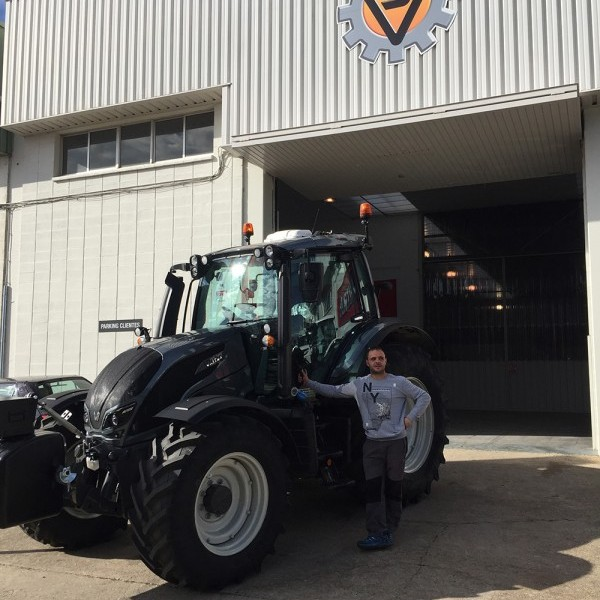 Entrega tractor VALTRA N 174 Direct Reversible